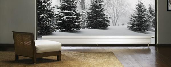 Невысокие батареи идеально вписываются в интерьер помещения с панорамным остеклением.