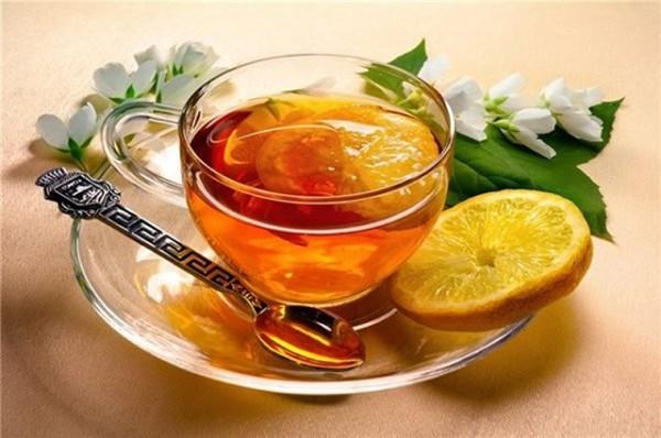Обильное питье, лучше – травяные чаи.