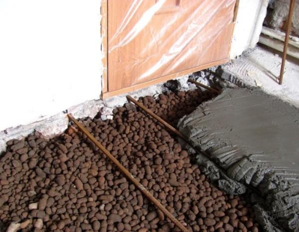 Обустройство бетонной стяжки поверх керамзита.