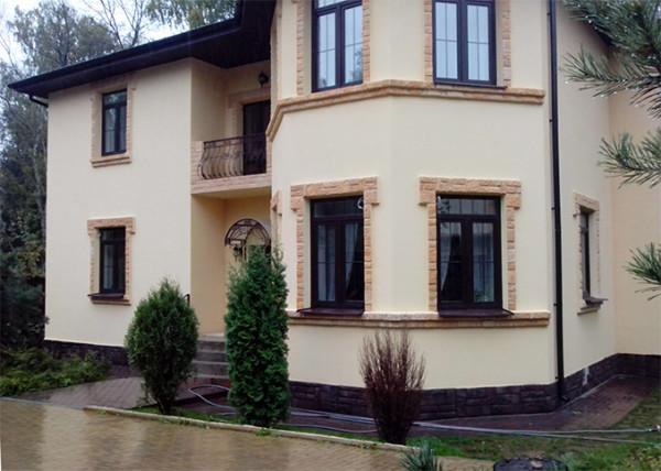 Отделанный по технологии мокрый фасад дом