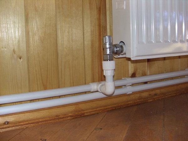 Отопление дома в значительной степени обеспечивается точным выбором трубопроводной системы и прокладкой труб