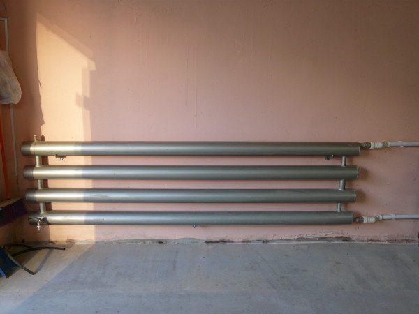 Отопление гаража стальным регистром.