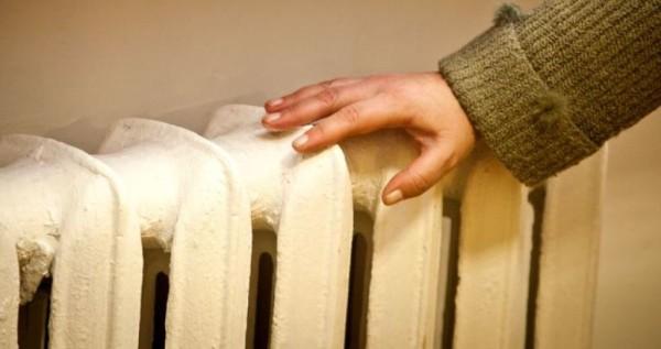 Отопление запущено, но стояки и батареи холодные? Нужно стравить воздух.