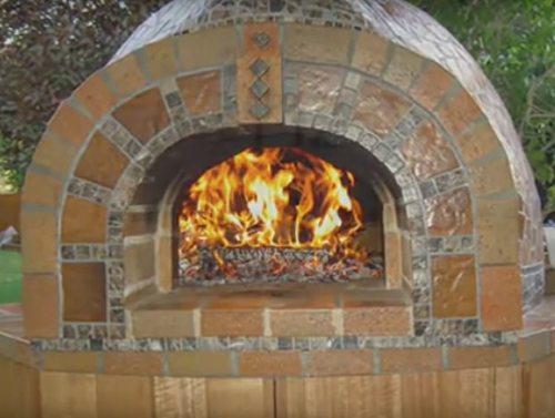 Печь с хорошей отделкой станет истинным украшением вашего двора.