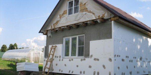 Пенополистирол используют в качестве утеплителя различных строительных конструкций.