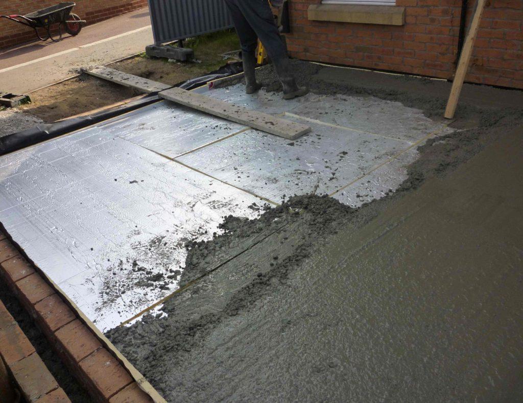 Пенополистирол в разы повышает теплоизоляционные свойства бетонного пола