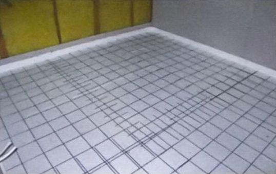 Перехлест на стыках обеспечивает прочность поверхности