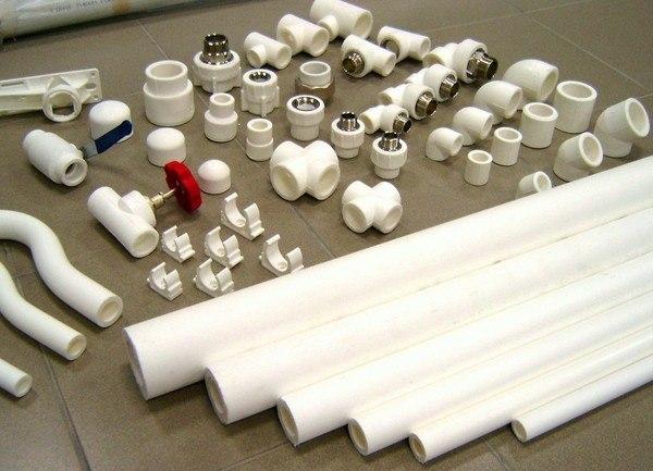 Полипропиленовые изделия со всем набором комплектующих деталей.