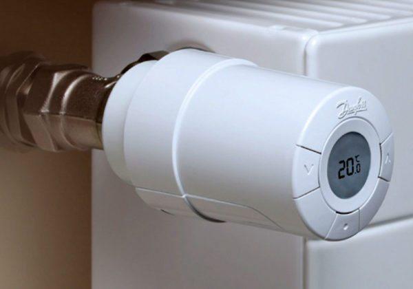 Правильное расположение термоголовки: в тени, не над батареей и вне зоны действия других нагревательных приборов.