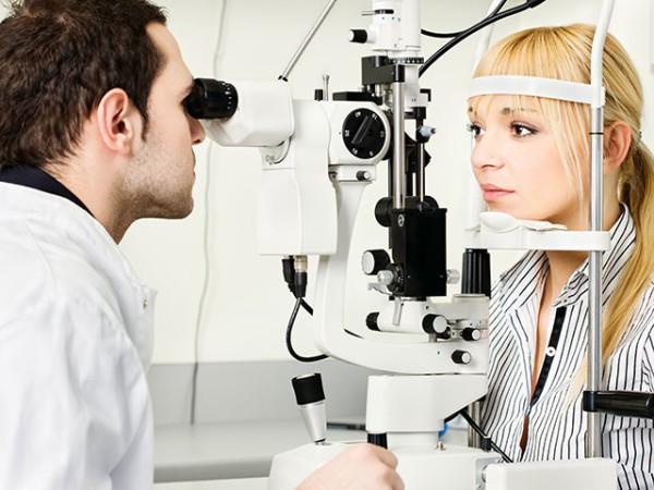 При поражении глаз срочно обращайтесь к офтальмологу.
