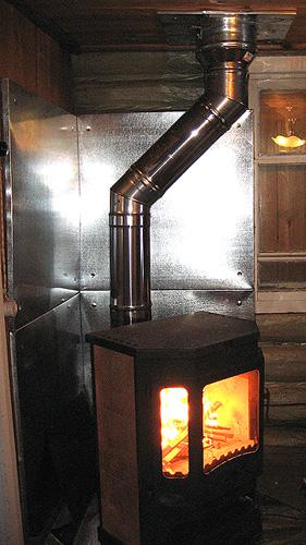 При установке агрегата, надо особое внимание уделить пожарной безопасности.
