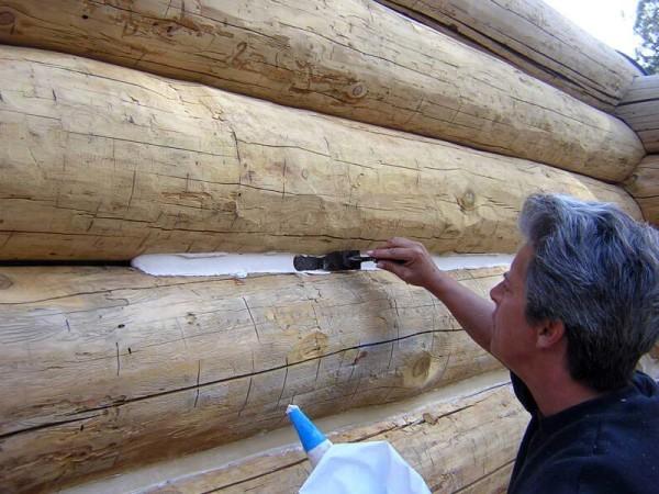 Применение силиконового герметика допускается не только в деревянном доме, но и в бане