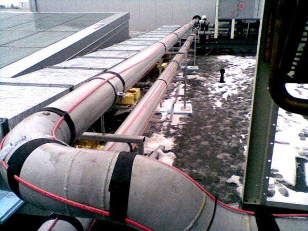 Пример использования нагревательных проводов для защиты открытых трубопроводов от обледенения и промерзания