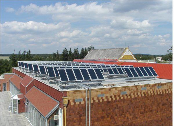 Примерно так должна выглядеть крыша дома с автономным солнечным отоплением.
