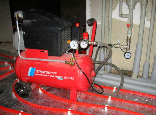 Промывка воздушным компрессором.Компрессор нагнетает в контур воздух, смесь которого с водой при циркуляции разбивает плотные загрязнений.