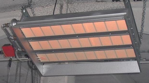 Раскаленная решетка газового нагревателя вполне может стать причиной пожара.