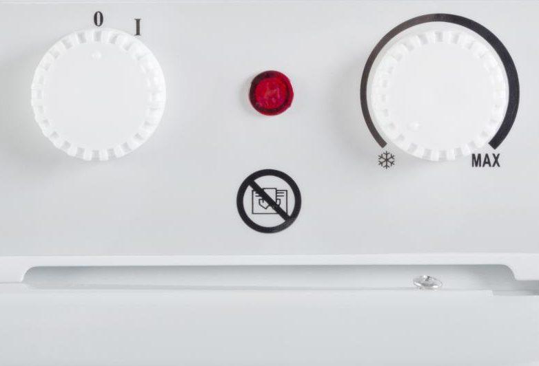 Регулятор механического термостата негромко клацает, когда его поворачивают