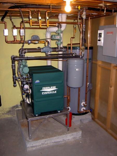 Шум горелки заставляет владельцев котлов на жидком топливе отводить им отдельное помещение.