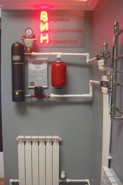 Собранный прибор подключается к отопительному трубопроводу.