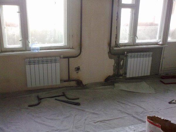 Стояки и радиаторы отопления.