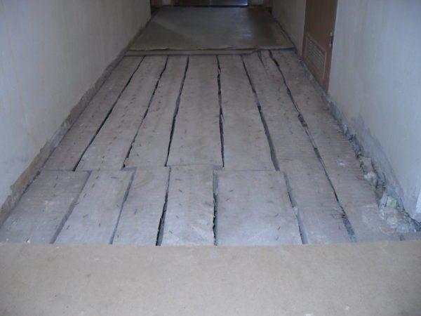 Сухая стяжка по черновому деревянному полу.