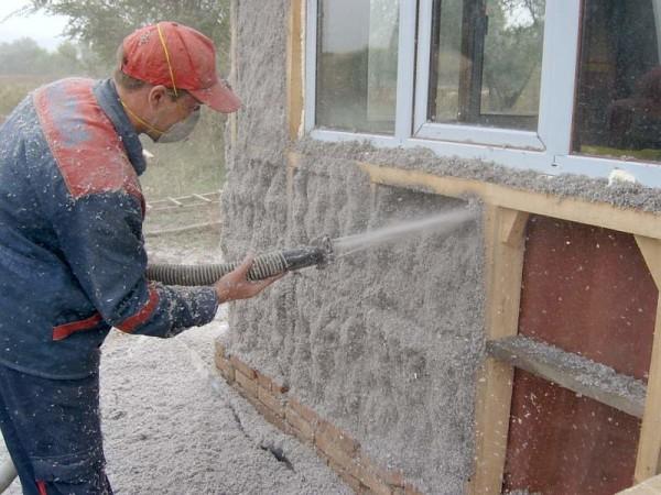 Теплоизоляция стен эковатой.