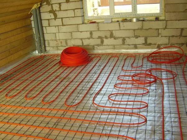 Теплый пол выполнен сшитым полиэтиленом.