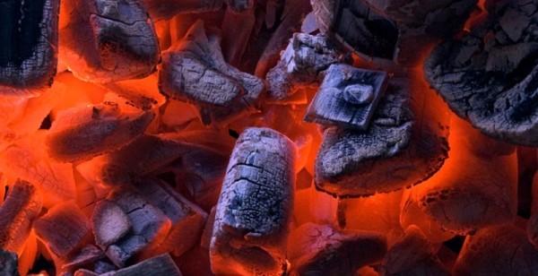 Тление углей - классический случай пиролиза органики.