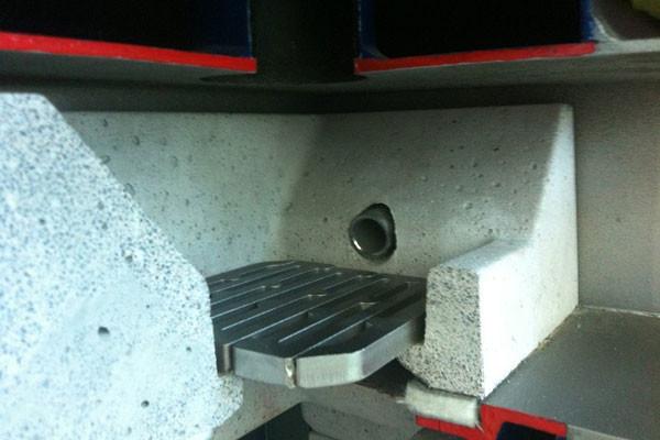 Топливо закладывается на колосниковую решетку.