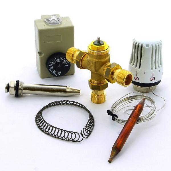 Трехпроходной термостатический клапан с выносным капиллярным термодатчиком.