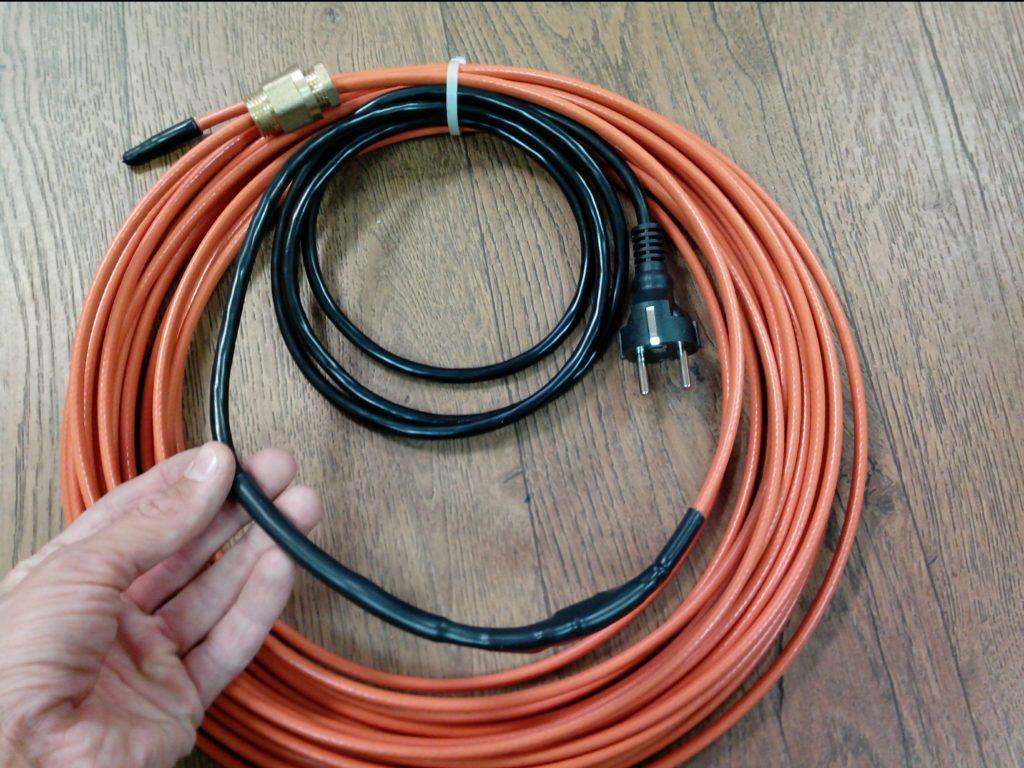 Трубный нагреватель с подключенной вилкой: его можно использовать без термостата