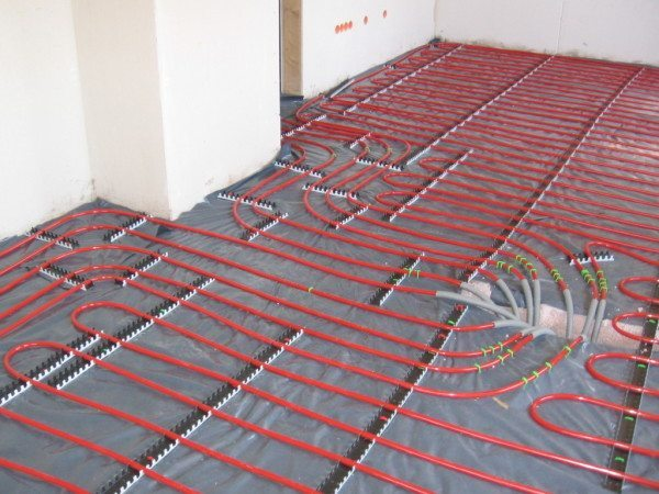 Трубы теплого пола подготовлены к укладке стяжки.
