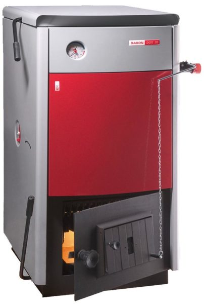 Твердотопливный котел с механическим термостатом. Даже при закрытом поддувале топливо продолжит тлеть и греть воду в теплообменнике.