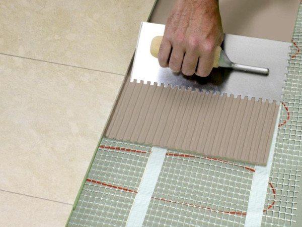 У керамической плитки высокая теплопроводность — отличный материал для укладки поверх нагревательных элементов