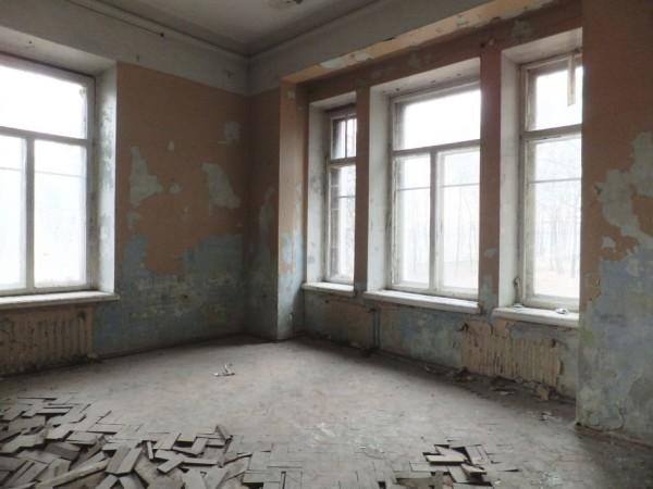 Угловое расположение комнаты означает увеличенные теплопотери через наружные стены.