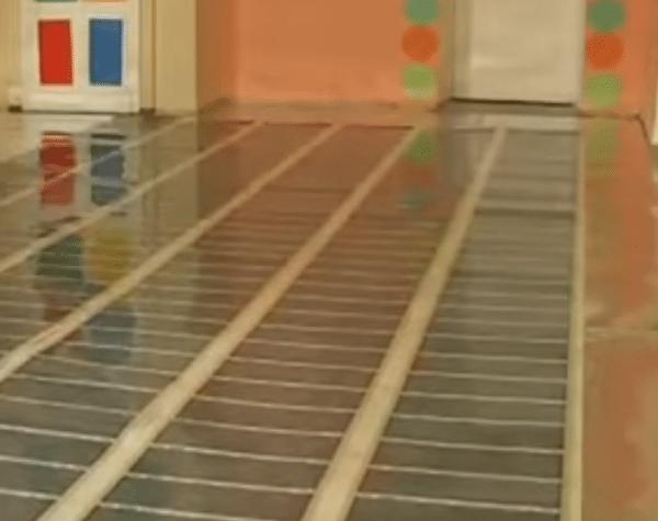 Укладка тепмопленки в комнате.