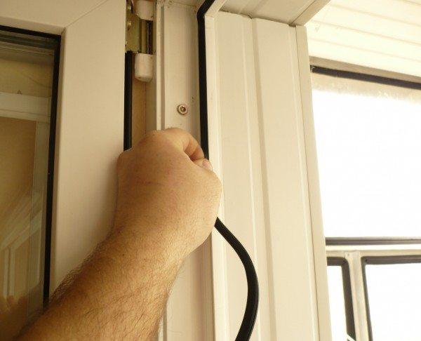 Уплотнитель позволяет в разы сократить потери тепла
