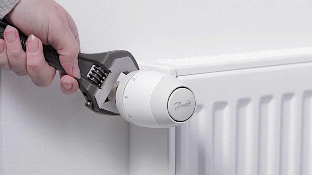 Установка терморегулятора на панельный радиатор позволит экономить на топливе.