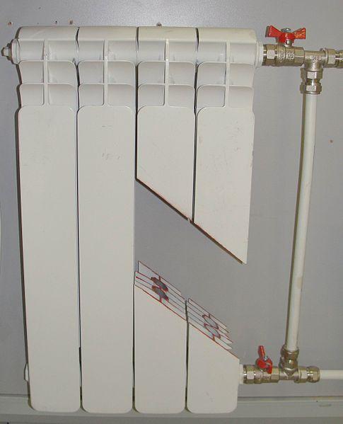 Устройство радиатора в разрезе. Видна большая площадь сечения трубок