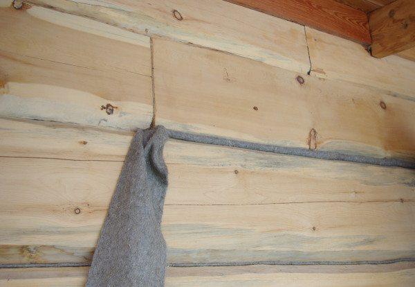 Утепление межвенцовых щелей брусового дома