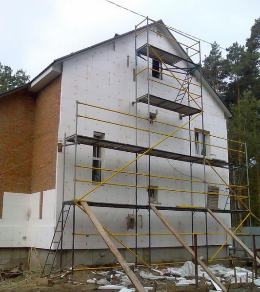 Утепление стен кирпичного дома пенопластом.