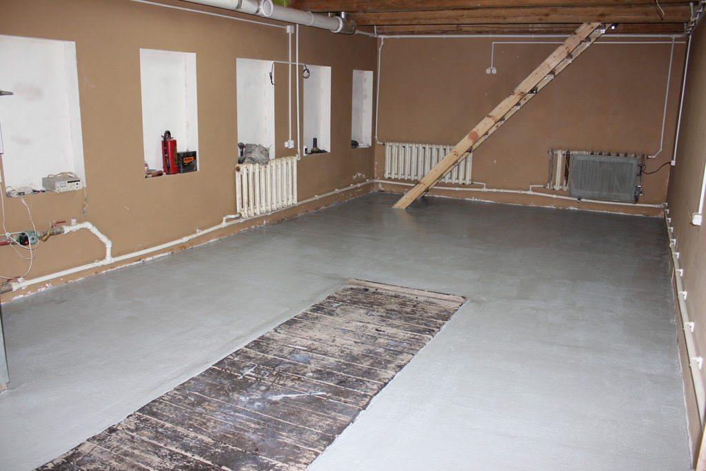Утепленная бетонная стяжка в гараже.