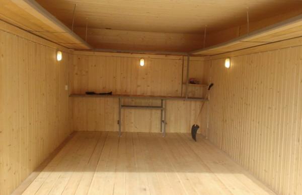 Утепленный гараж обшитый вагонкой.