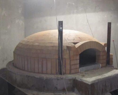 В неаполитанской модели печи пицца готовится быстрее.