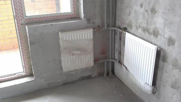 В углу между наружными стенами стоит установить дополнительный отопительный прибор.