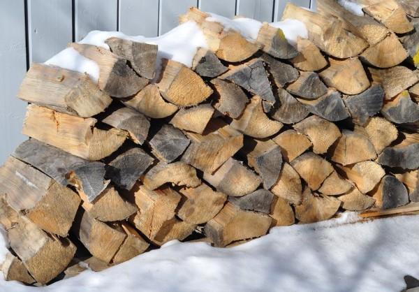 Влажные дрова для пиролизных агрегатов не подходят.