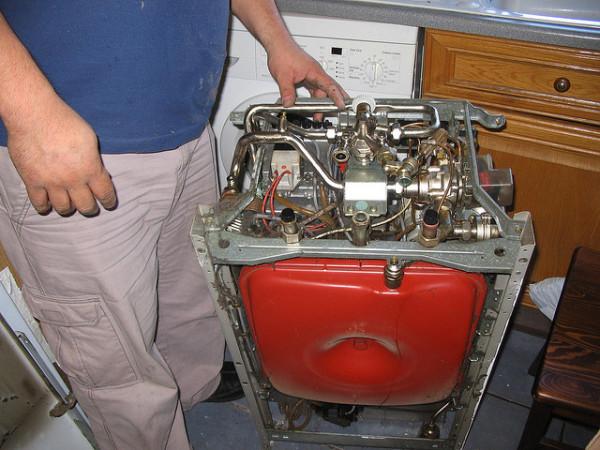 Внутренности оборудования генераторов