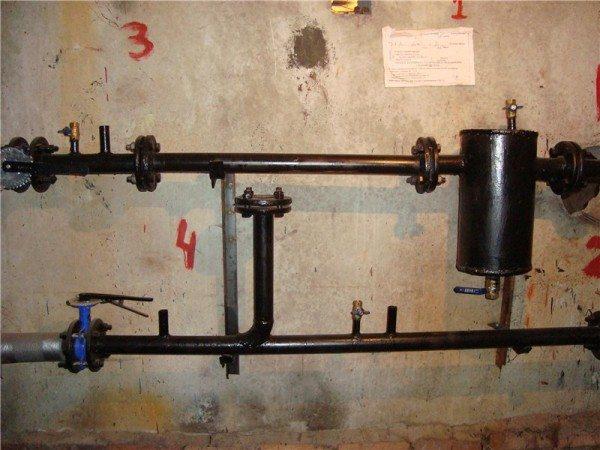 Водоструйный элеватор снят, подсос заглушен. Вода из подающей нитки теплотрассы поступает прямо в отопительный розлив.