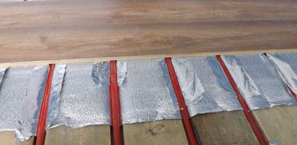 Водяной теплый пол на деревянном основании без бетонной стяжки? Почему бы и нет?