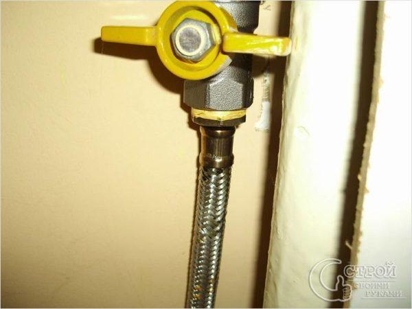Все краны с жёлтыми ручками должны быть открыты перед включением газовой колонки